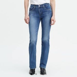 NWT Levi's 315 Shaping Bootcut Jeans